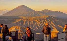 Mt. Bromo - visitors are waiting for the sunrise