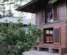 2 verdiepingen houten bungalow - Kaliandra Eco Resort in Oost-Java