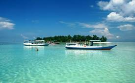 Romantic paradise Karimunjawa - boats at the bounty islands